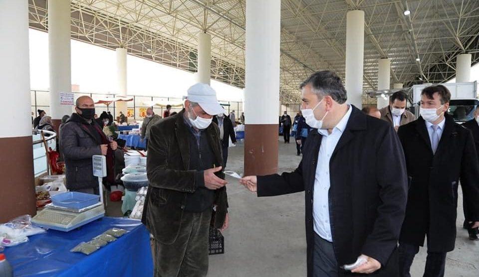 ÇubukBazarı'nda Esnafa ve Vatandaşlara Maske Dağıtıldı