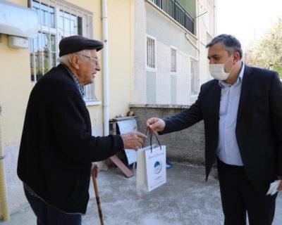 Belediyemiz Vatandaşlara Dezenfektan Ve Maske Dağıtıyor