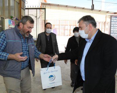Çubuk'ta esnafa ücretsiz dezenfektan ve maske dağıtıldı