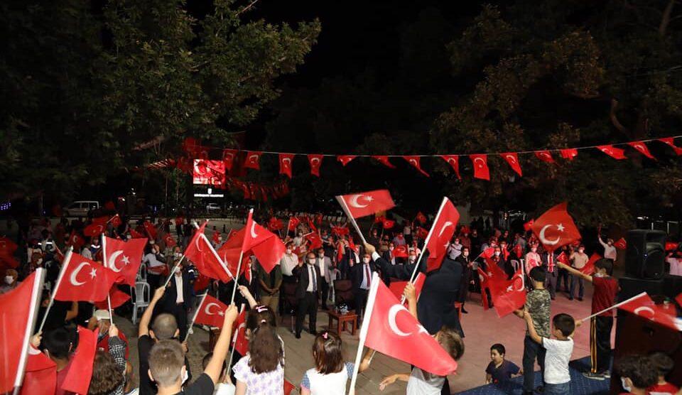 Atatürk Parkı'nda Demokrasi Nöbeti