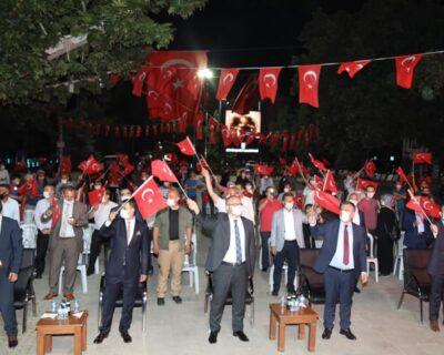 Vatandaşlar Atatürk Parkı'nda 'Demokrasi Nöbeti' Tuttu
