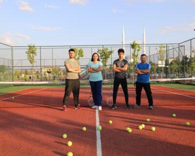 Beden Eğitimi Öğretmeni Adayları, Tenisi Sevdirmek İçin Gönüllü Eğitim Veriyor