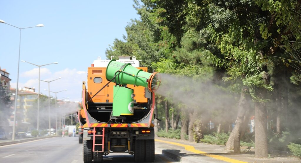 Çubuk'ta cadde ve sokaklar dezenfekte edildi