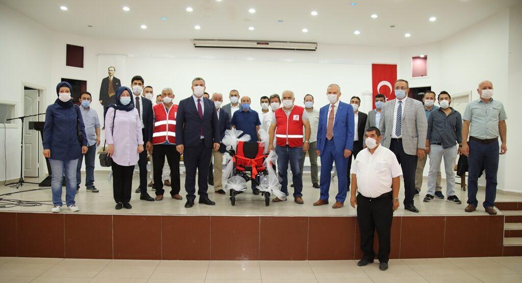 Çubuk Belediye Meclisi üyelerinden akülü sandalye bağışı