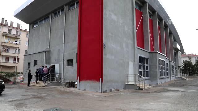 Ankara Gençlik ve Spor Müdürü Çelik, yapımı süren tesisi inceledi