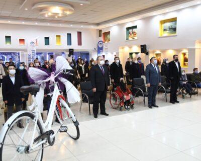 Dünya Engelliler Günü'nde Özel Sporculara Hediye Verildi