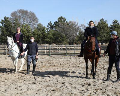 Kovid-19 Salgınıyla Mücadele Eden Sağlık Çalışanları Atlı Terapiyle Stres Atıyor