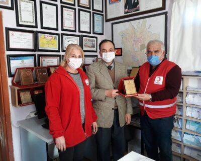 Türk Kızılay Bağışçılarına Madalya Ve Plaket