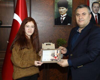 Çubuk'lu Başarılı Öğrenciden Belediye Başkanımız Av. Baki Demirbaş'a Ziyaret