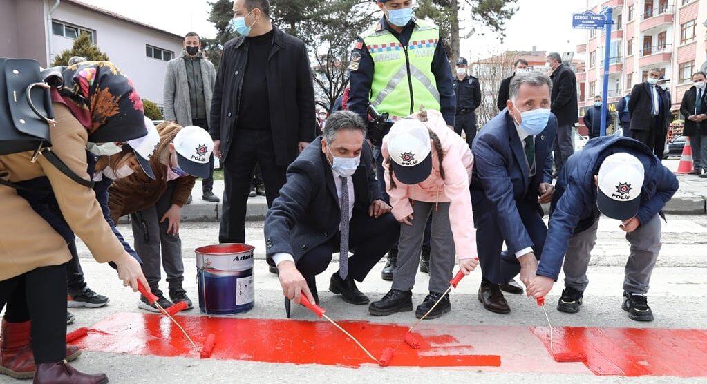 Çubuk'ta 'Yaya Önceliği Kırmızı Çizgimizdir' Uygulaması Yapıldı