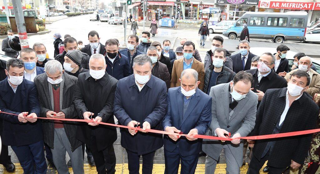 Çubuk Belediye Başkanı Baki Demirbaş, İş Yeri Açılışına Katıldı.