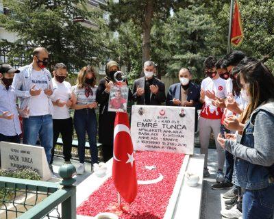 Sporcular Şehit Mezarlarını Anneler Günü İçin Çiçeklendirdi