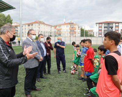 Çubuk Kaymakam Keleş ve Belediye Başkanı Demirbaş, yaz spor okulunu ziyaret etti