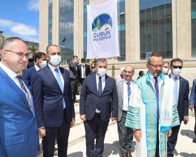Adalet Bakanı Gül, Çubuk Belediyesi'nin standını ziyaret etti
