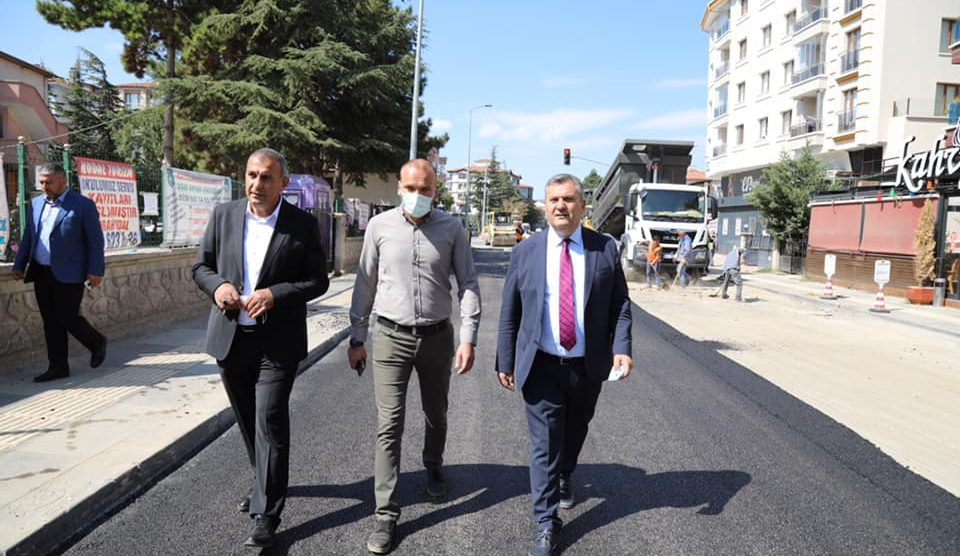 Belediye Başkanımız Av. Baki Demirbaş, asfalt çalışmalarını inceledi