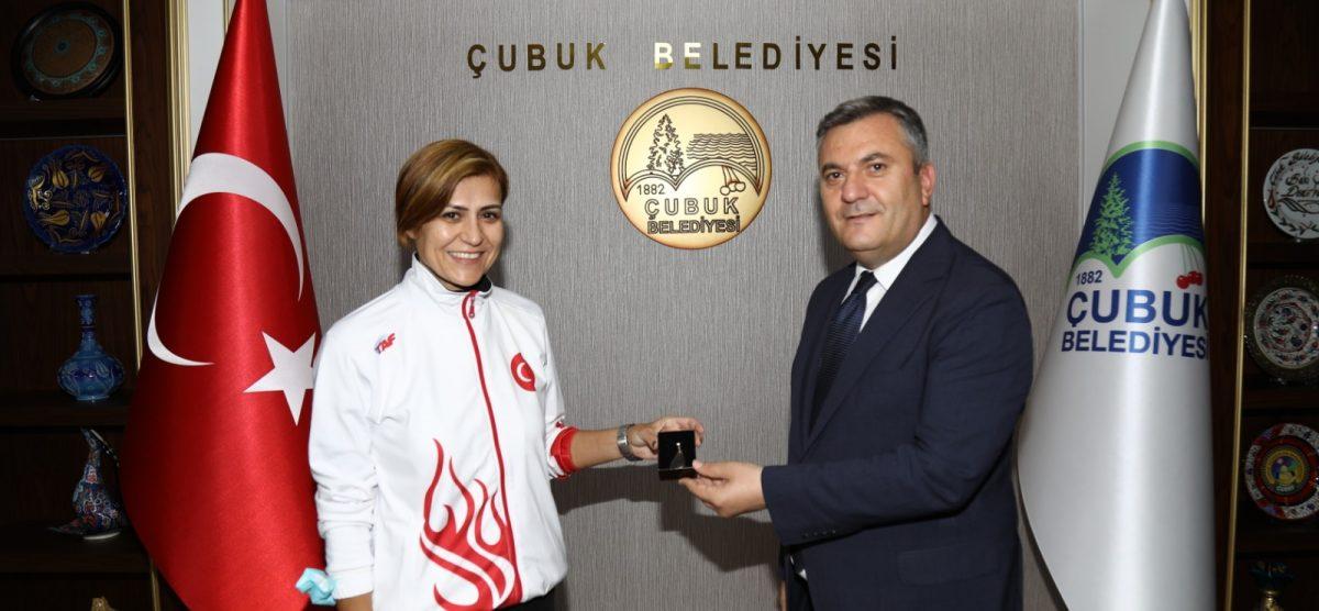 Eski milli atlet Süreyya Ayhan'dan Başkan Demirbaş'a ziyaret