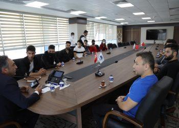 Belediye Başkanı Demirbaş, öğrencilerin keman hayalini gerçekleştirdi